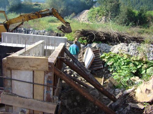 Výstavba mosta pri OcÚ